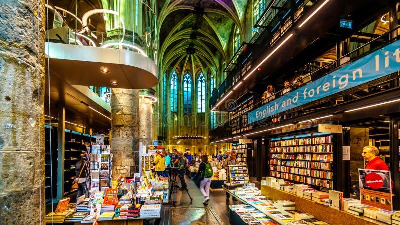 Une église dominicaine médiévale convertie en librairie moderne au centre historique de Maastricht, Pays-Bas image libre de droits