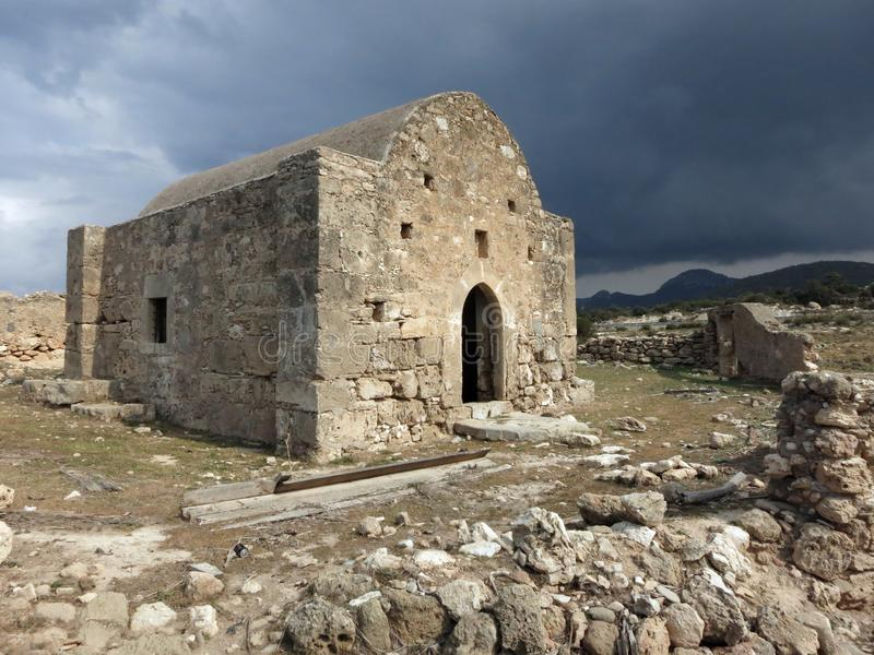 Une ?glise orthodoxe grecque abandonn?e sur la p?ninsule de Karpas photo stock