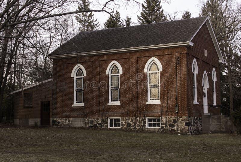 Une église très petite de pays images stock