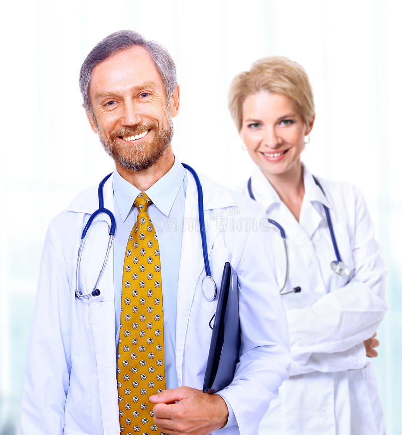 Une équipe médicale des médecins image stock
