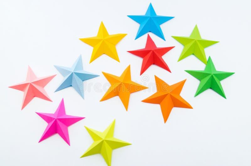 Une étoile faite de papier de couleur arc-en-ciel image stock