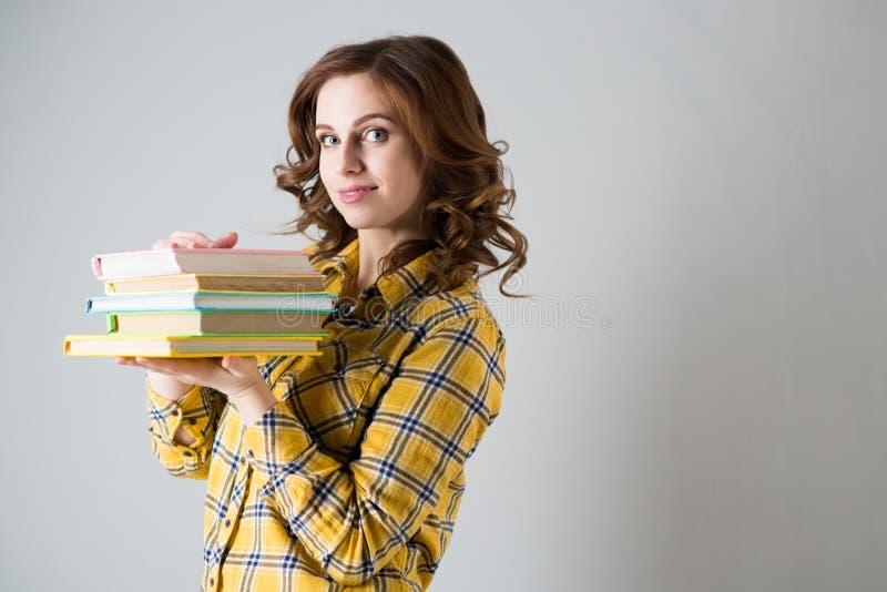 Une étudiante avec des livres photo stock