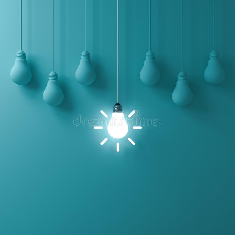 Une ampoule rougeoyante accrochante d'idée se tenant de faibles ampoules non allumées sur le fond vert de mur de couleur en paste illustration de vecteur