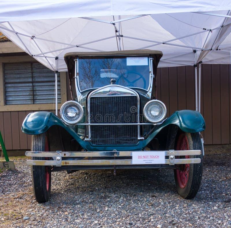 Une automobile antique sur l'affichage au chena Hot Springs images libres de droits