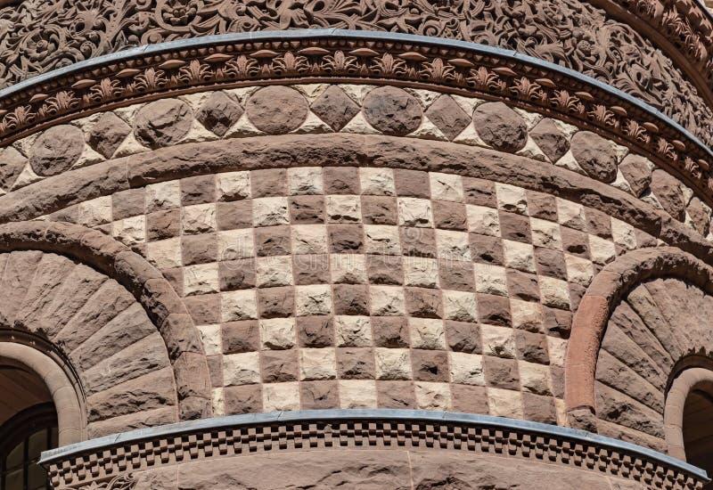 Une autre vue d'un des murs extérieurs avec le vieux Canada de Toronto Ontario de palais de justice de conception fleurie image libre de droits