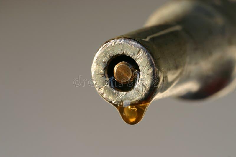 Une baisse de l'instruction-macro précieux 2 de pétrole photos libres de droits