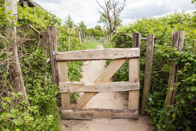 Une barrière en bois photographie stock libre de droits