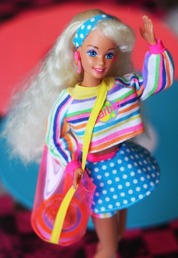 Une belle barbie avec les cheveux blancs Poupée élégante image stock