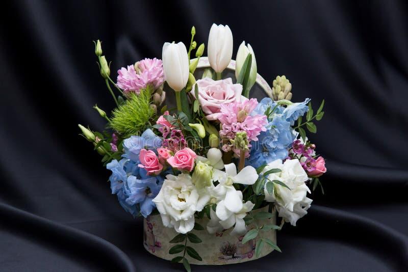 Une belle disposition florale de ressort photographie stock