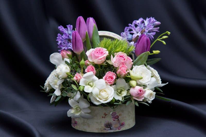 Une belle disposition florale de ressort photos libres de droits