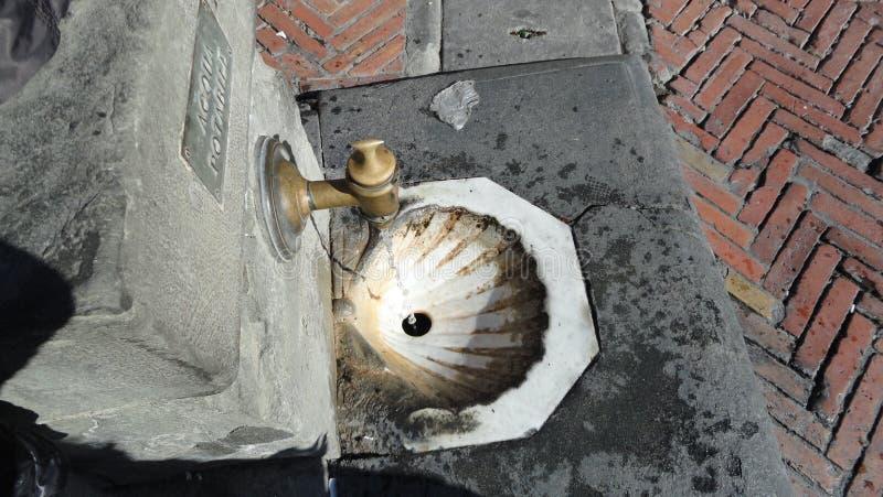 Download Une Belle Fontaine En Italie Photo stock - Image du couleur, toujours: 45357570