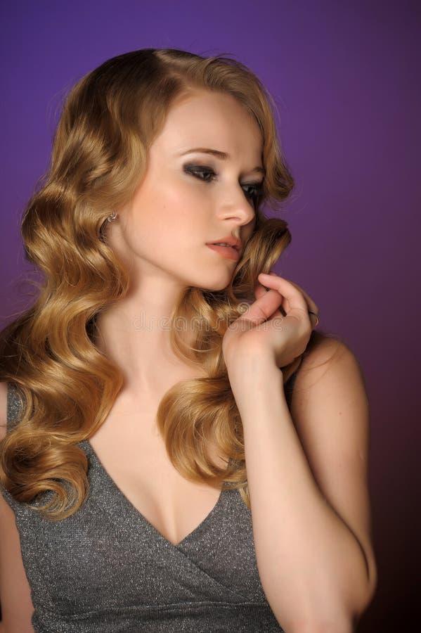 Une belle jeune blonde photos stock