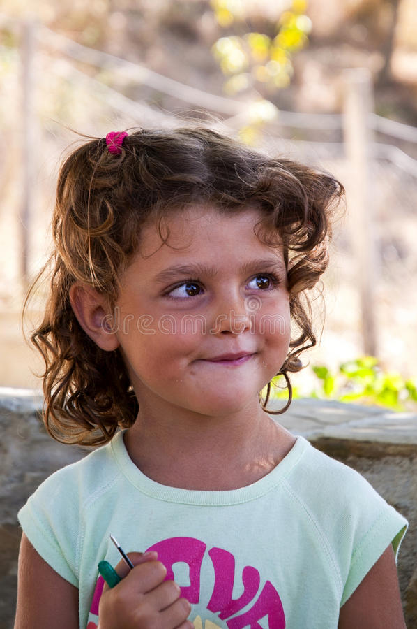 Une belle petite fille photographie stock