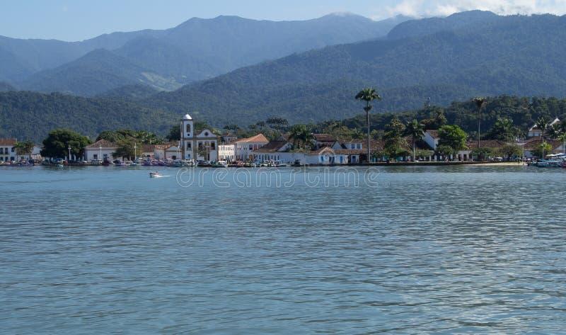 Une belle ville historique par la mer photos libres de droits