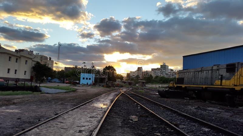 Une belle vue dans la voie de chemin de fer image stock