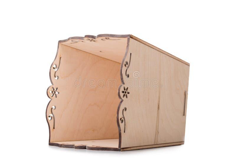 Une boîte brun clair pour de petites choses, jouets ou blocs colorés, d'isolement sur un fond blanc Un grand, ouvert coffre en bo photos stock