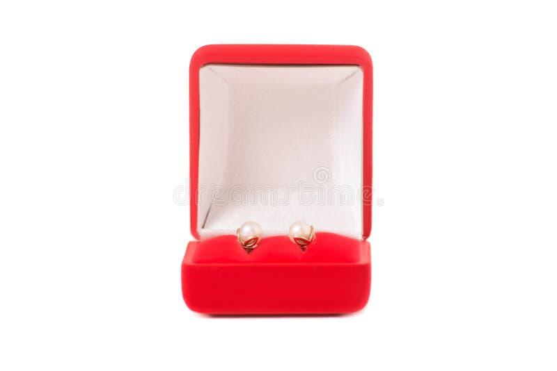 Une boîte pour des boucles d'oreille de bijoux rouges photos stock