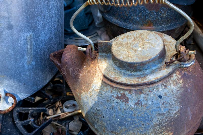 Une bouilloire de thé de fer de cru photo libre de droits