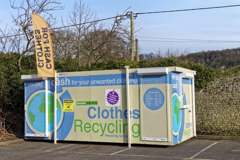 Une cabine à vêtements en liquide dans le parking de Warminster, Wiltshire, Royaume-Uni photos stock