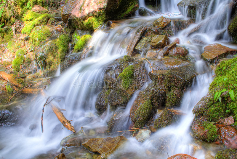 une cascade à écriture ligne par ligne plus pluvieuse photo stock
