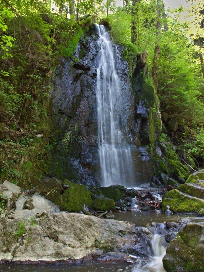Une cascade minuscule dans la République Tchèque image stock