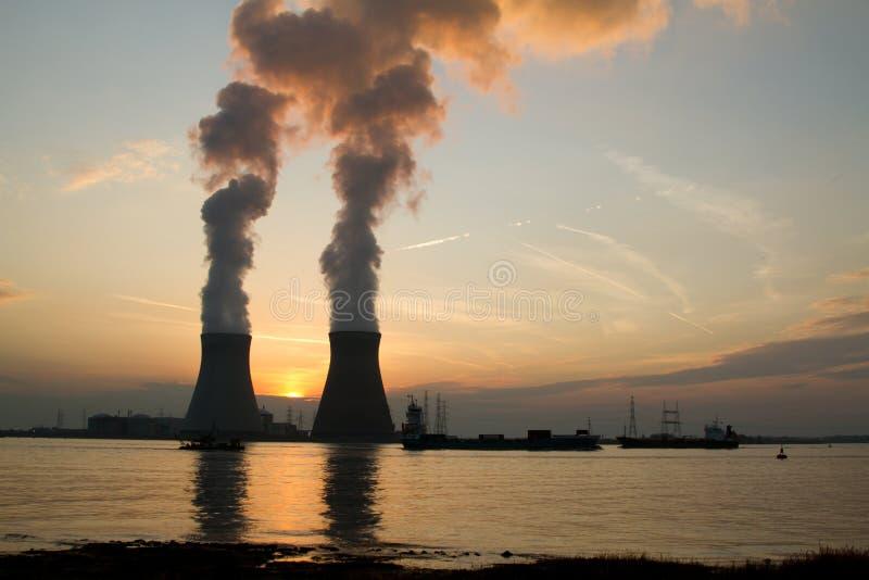 Une centrale nucléaire photographie stock libre de droits