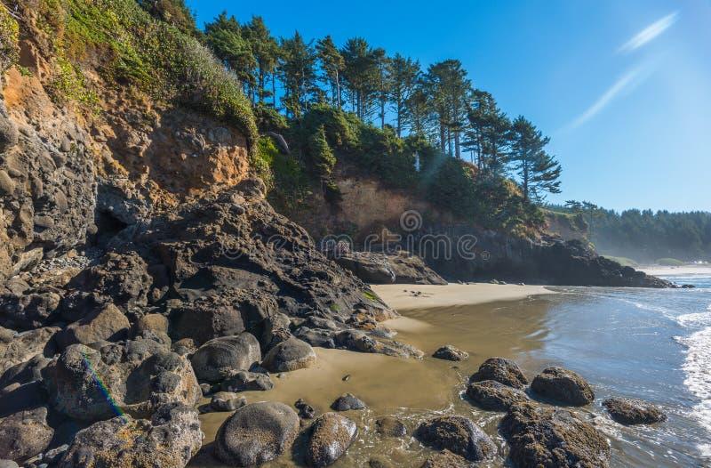 Une certaine vue scénique de la plage en Sc d'état de phare de tête de Heceta photographie stock