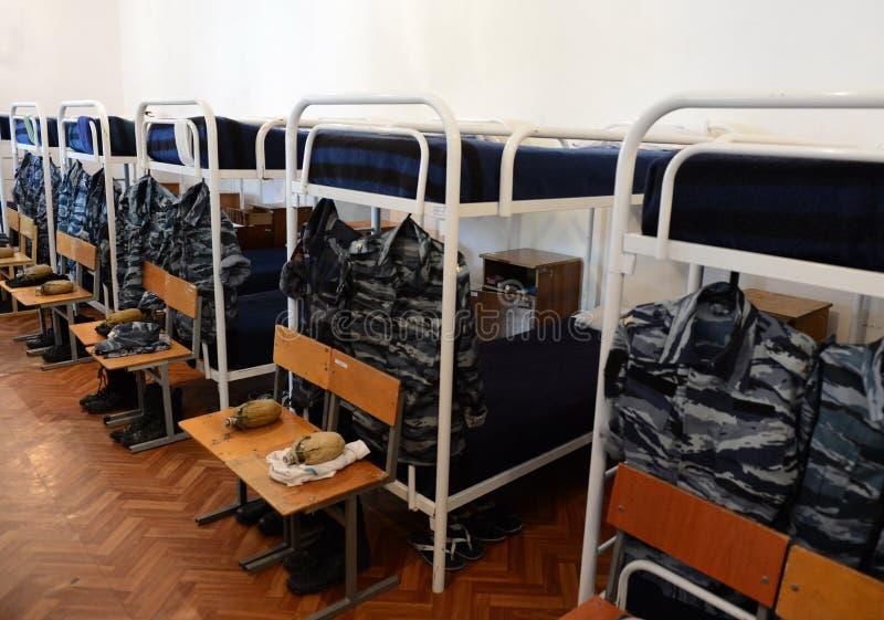 Une chambre à coucher dans les casernes de cadet photographie stock libre de droits