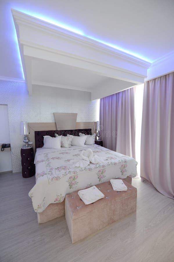 Une chambre d'hôtel de luxe image libre de droits