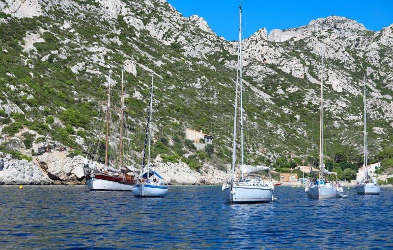 Une crique merveilleuse en parc national de Calanques à Marseille le paysage typique des sud des Frances photos libres de droits