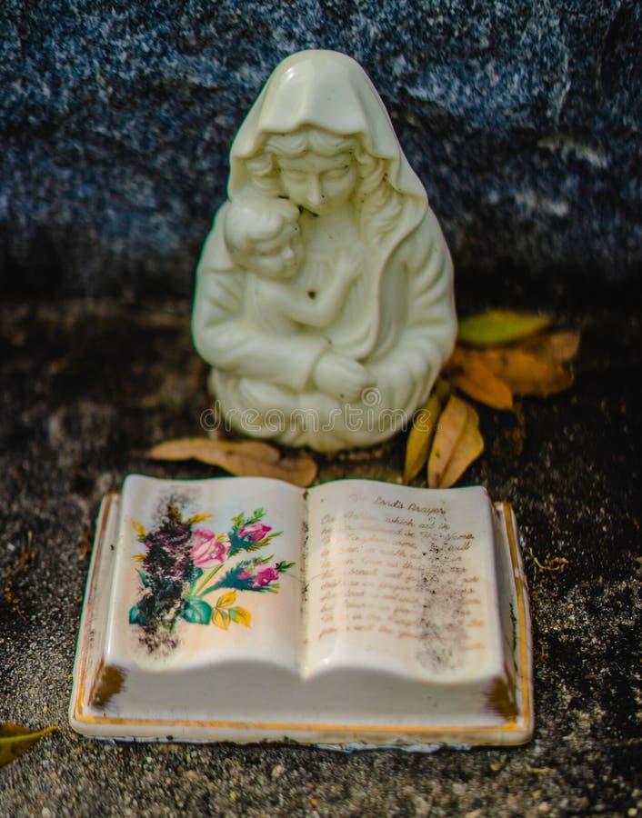 Une décoration grave ou une statue grave images libres de droits
