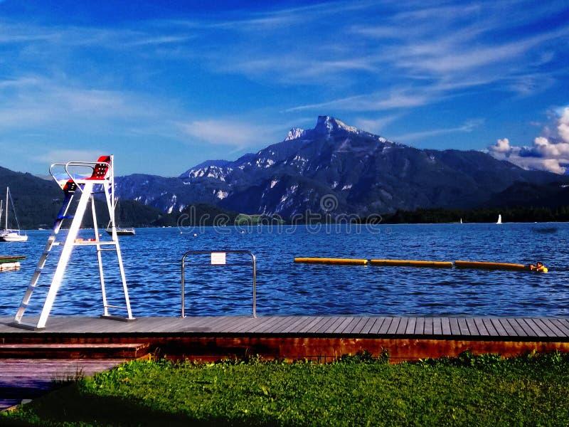 Une détente par le lac photos libres de droits