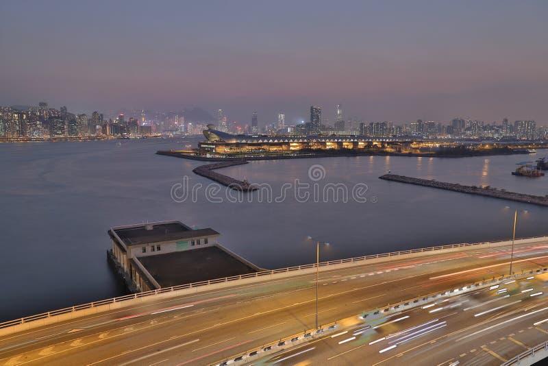 une déviation de pinces de kwun avec la vue de nuit de Hong Kong images stock