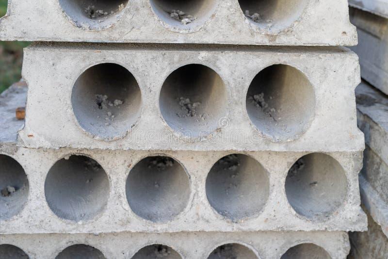 Une dalle en béton préparée pour s'étendre sur le plafond du bâtiment photographie stock