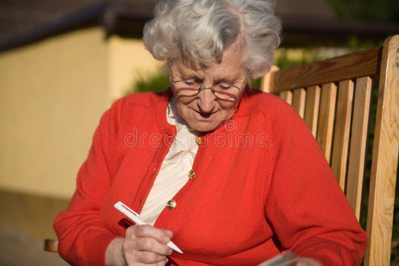 Une dame plus âgée photo libre de droits
