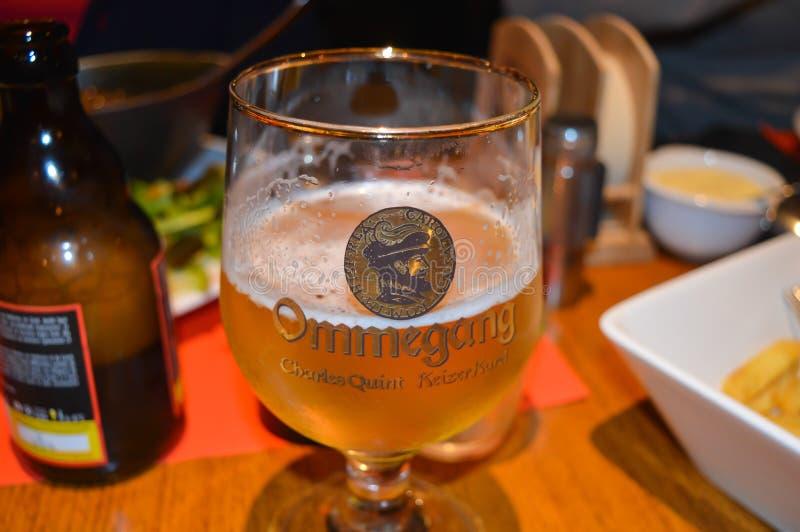 Une des bières célèbres de brasserie dans le bar à Gand, la Belgique le 5 novembre 2017 image libre de droits