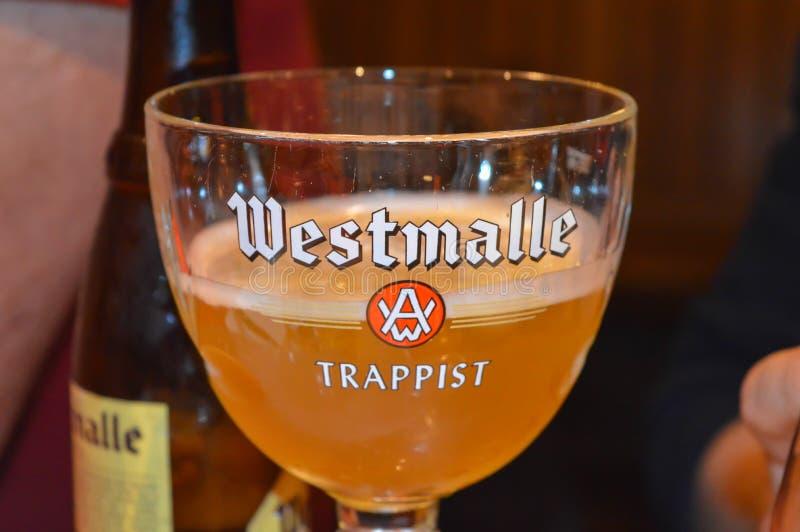 Une des bières célèbres de brasserie dans le bar à Gand, la Belgique le 5 novembre 2017 image stock