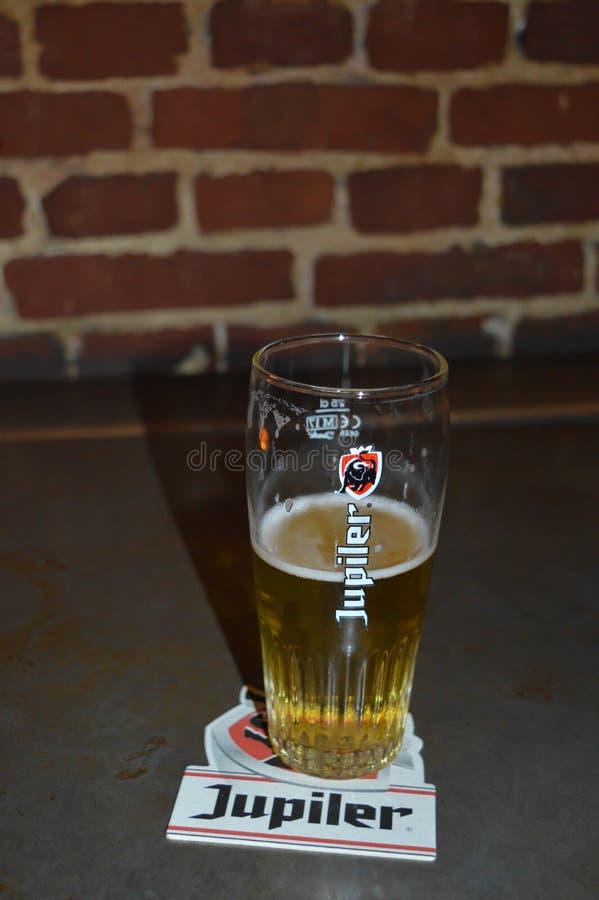 Une des bières célèbres de brasserie dans le bar à Gand, la Belgique le 5 novembre 2017 photos libres de droits