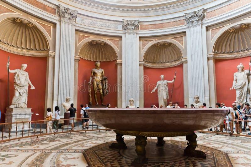 Une des salles du musée de Vatican images libres de droits