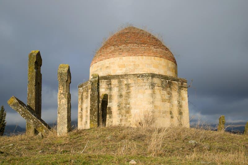 """Une des tombes antiques du complexe """"Eddie Gumbez """"de mausolée Shemakhi, Azerbaïdjan images libres de droits"""