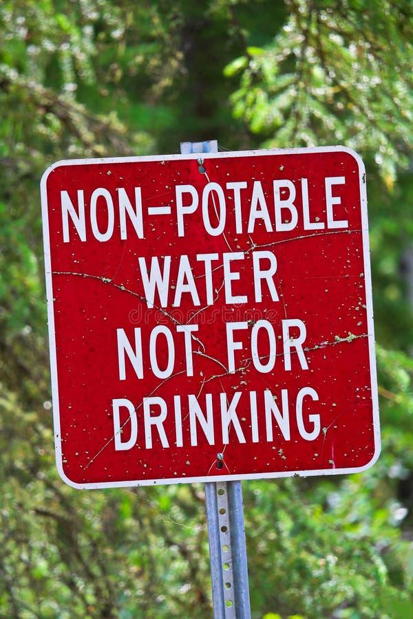 Une eau non-potable, pas pour le signe potable photographie stock libre de droits