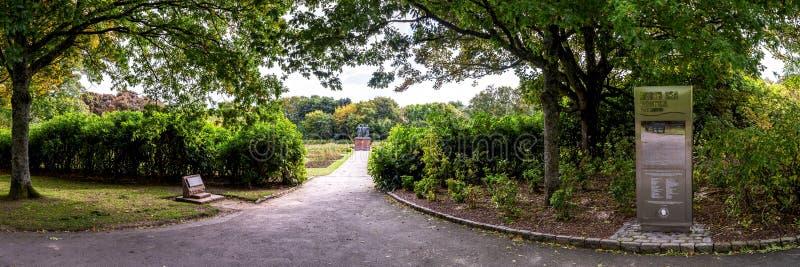Une entrée au mémorial de la Mer du Nord et roseraie en parc de Hazlehead, Aberdeen, Ecosse photographie stock