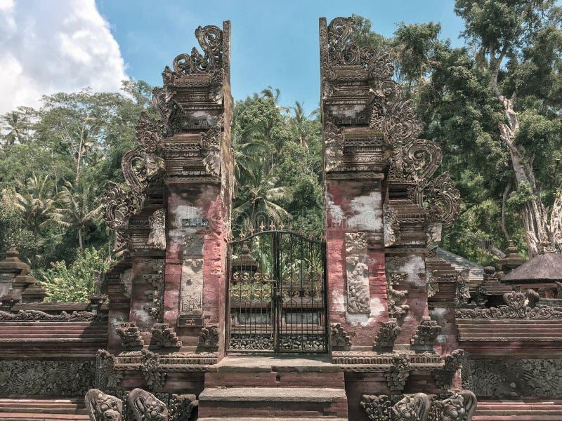 Une entrée dans un jardin caché dans Bali, Indonésie photos libres de droits