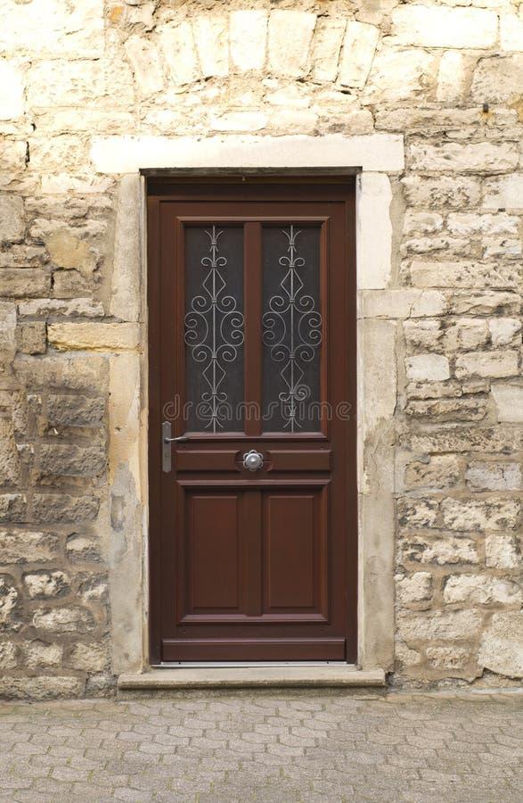 Une entrée principale en bois photo stock