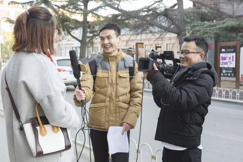Une entrevue de rue images libres de droits