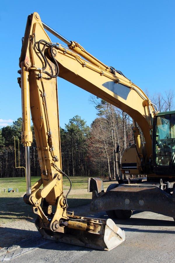 Download Une excavatrice photo stock. Image du lourd, position - 87701350