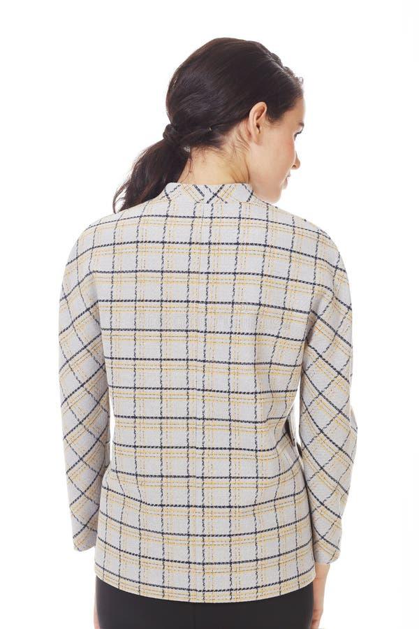 Une femme d'affaires de Brunette portant une veste à carreaux officielle ferme photo photo stock