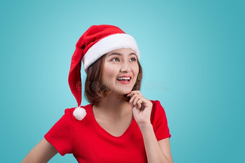 Une femme présente quelque chose chez Chrtstmas, asiatique photos stock