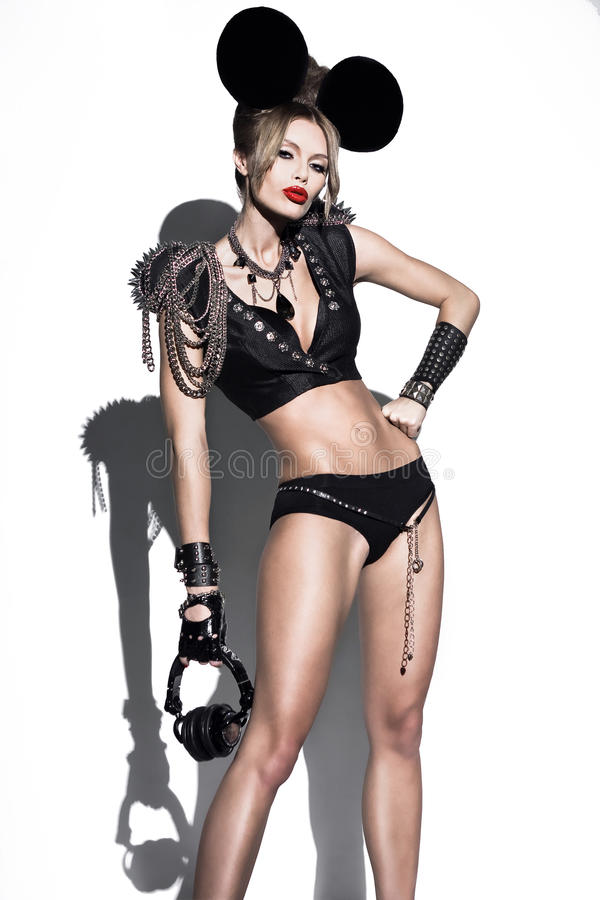 Une femme rectifiée comme souris de dessin animé de mode photo stock