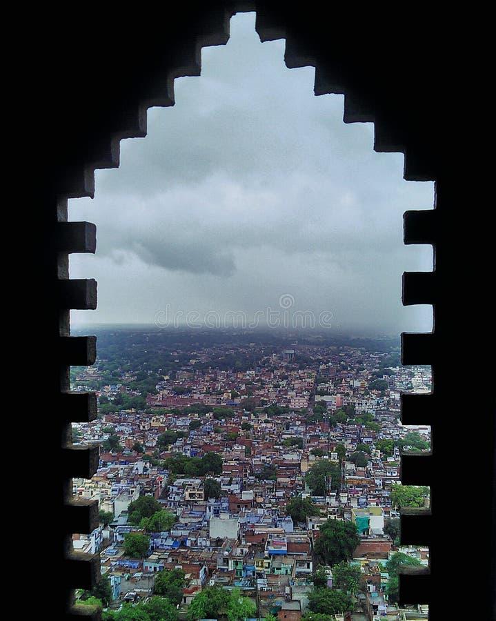 Une fenêtre au prochain monde images stock